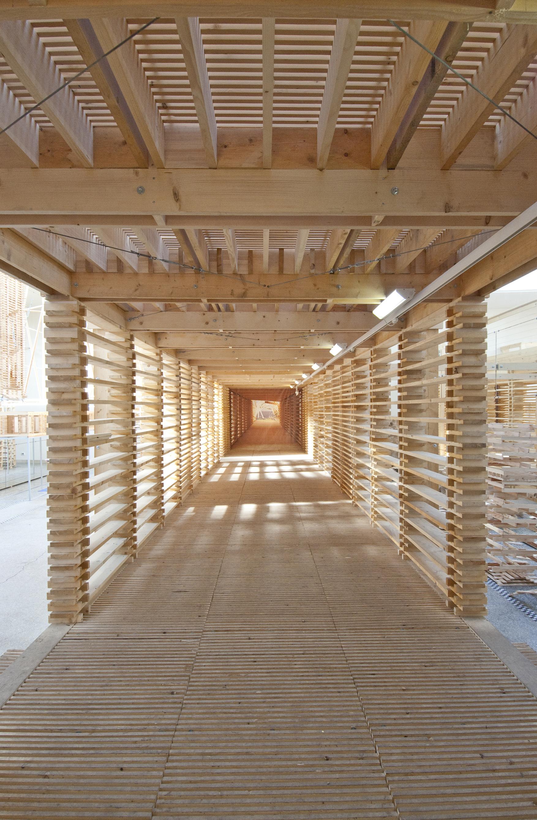 La biennale di venezia people meet in architecture ben for Wood architectural columns